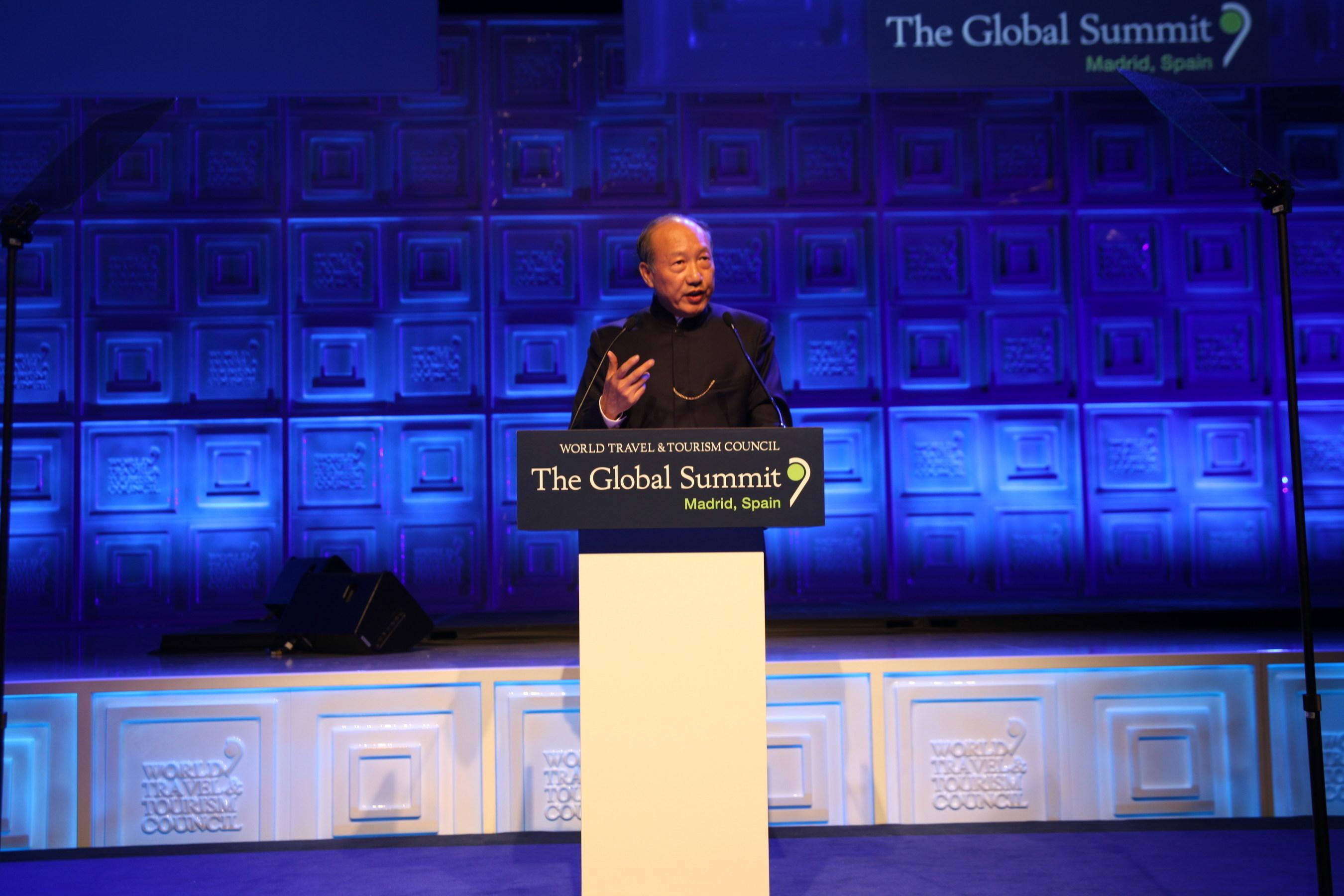 El presidente de HNA Group, Chen Feng, da el discurso de la 2015 WTTC Global Summit