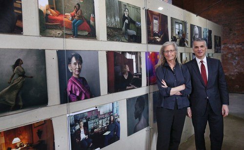 Annie Leibovitz WOMEN: New Portraits exhibition commissioned by UBS.Pictured: Annie Leibovitz and Sergio P. Ermotti, Group CEO, UBS (C)Peter Macdiarmid (PRNewsFoto/UBS) (PRNewsFoto/UBS)
