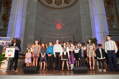 Pediatric cancer patients and the Children's Chorus of Washington at Hyundai Hope On Wheels September National Childhood Cancer Awareness Month Gala in Washington D.C.  (PRNewsFoto/Hyundai Motor America)