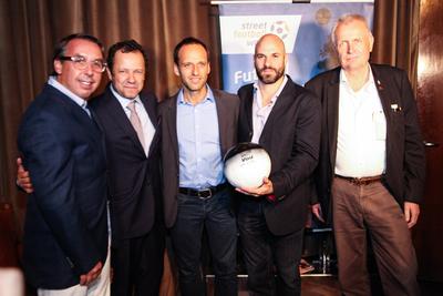 Emilio Azcarraga Jean, Vik Muniz, Jurgen Griesbeck, Juan Rendon and Nanko van Buuren, founder of IBBIS, one of the benefiting organizations. (PRNewsFoto/Propeller Strategies) (PRNewsFoto/Propeller Strategies)