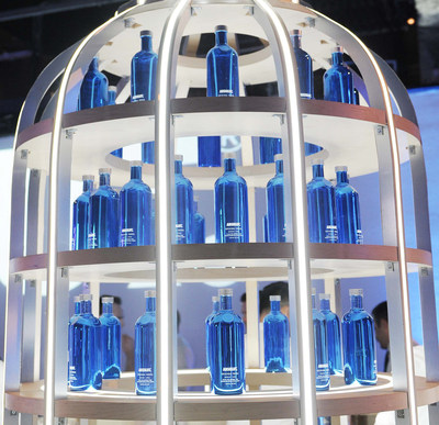 Absolut Vodka celebrates the return of the electric blue limited edition Absolut Electrik bottle and infuses the holiday season with new connections and unexpected nightlife experiences