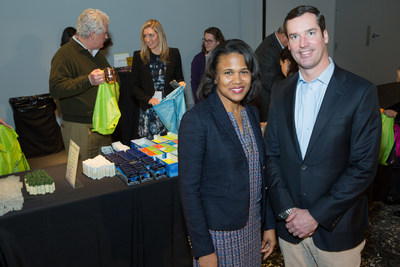 Monique Terry, Director of Community and Civic Engagement at Hands On Atlanta, joins John McDonough, Head of Distribution at OppenheimerFunds, for an employee volunteer event during OppenheimerFunds' Distribution Symposium in Atlanta.