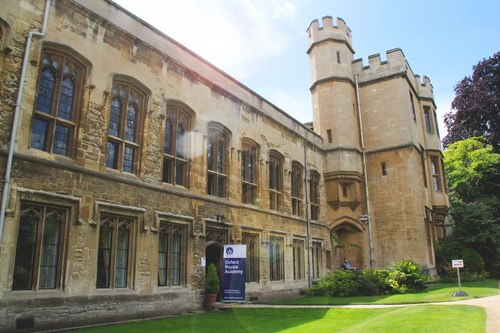 Students are housed in University of Oxford accommodation for the duration of their summer programmes. (PRNewsFoto/Oxford Royale Academy)