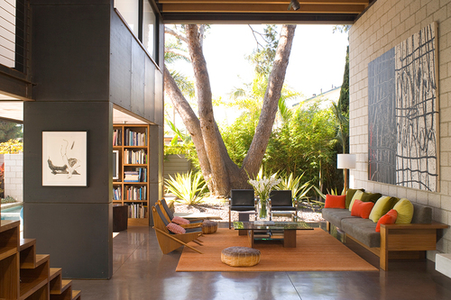 The West Side home tour includes 700 Palms by architect Steven Ehrlich. Photo by Grey Crawford. ...