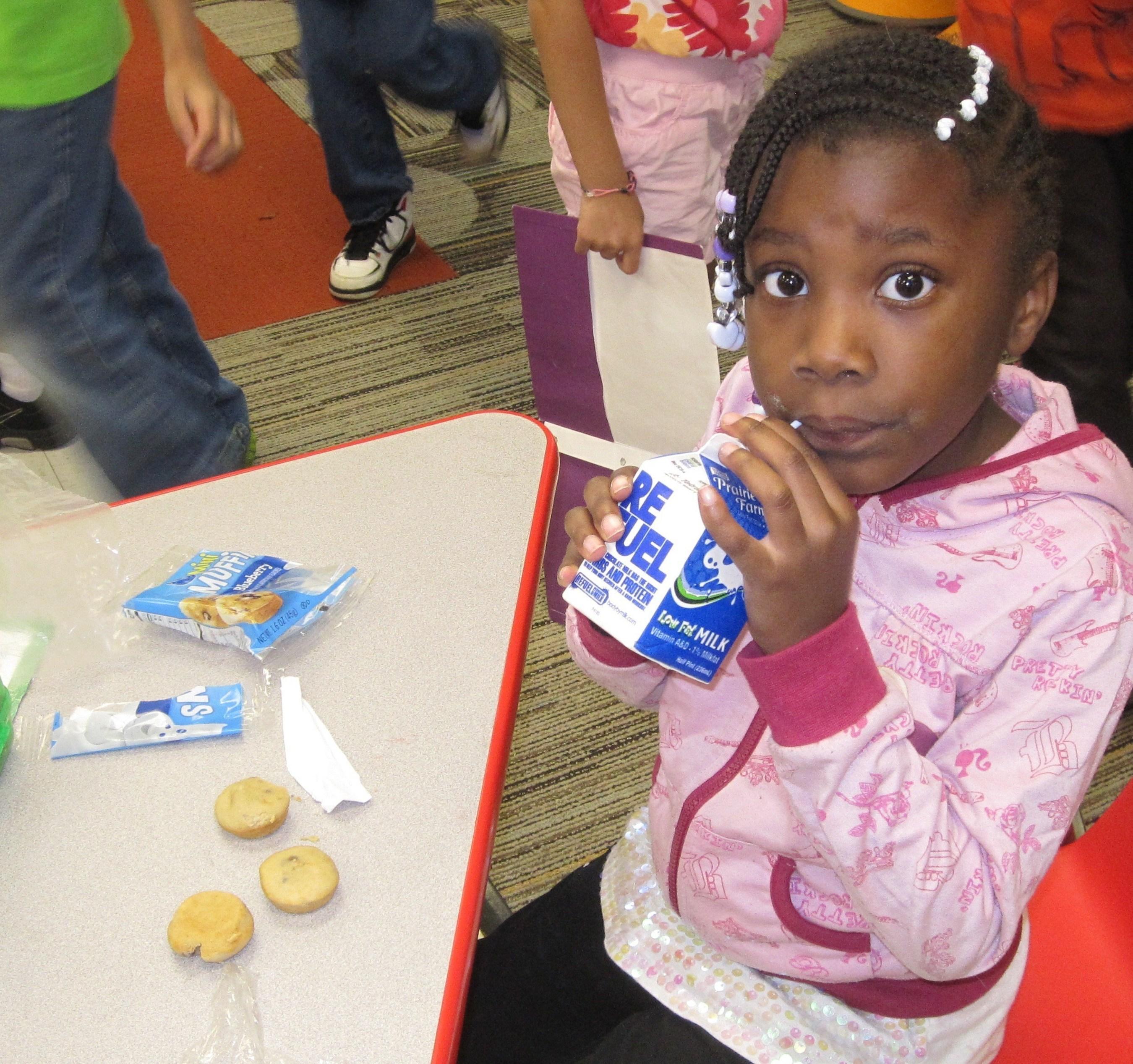 Last year, Churchill Elementary School in Glen Ellyn, Ill. used its National Dairy Council Fuel Up Breakfast Grant to enhance its Breakfast in the Classroom program. (PRNewsFoto/General Mills Foodservice)