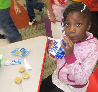 Last year, Churchill Elementary School in Glen Ellyn, Ill. used its National Dairy Council Fuel Up Breakfast Grant to enhance its Breakfast in the Classroom program. (PRNewsFoto/General Mills Foodservice)