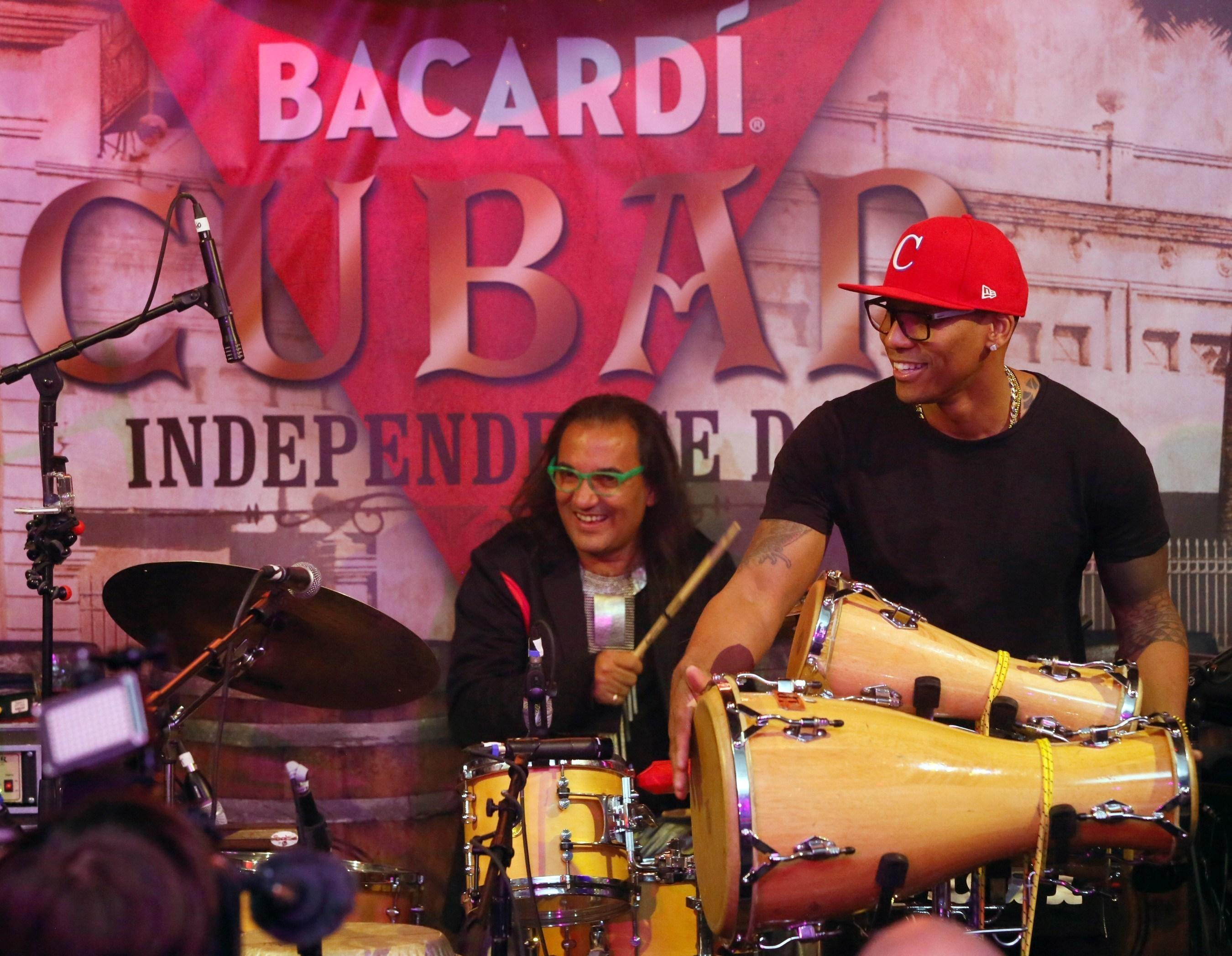 Ron BACARDI® rinde homenaje a la música y cultura cubanas en el Día de la Independencia de Cuba