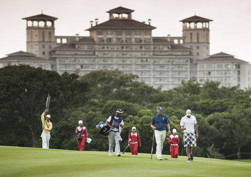 Micheal Phelps (far right) and Matt Kuchar (right 3) at the 2012 World Celebrity Pro-Am at Mission Hills Haikou.  (PRNewsFoto/Mission Hills Group)
