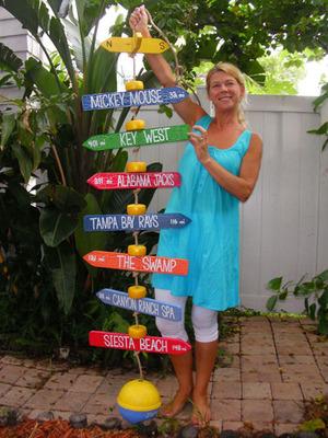 JourneyMarkers, hanging style.  (PRNewsFoto/JourneyMarkers LLC)