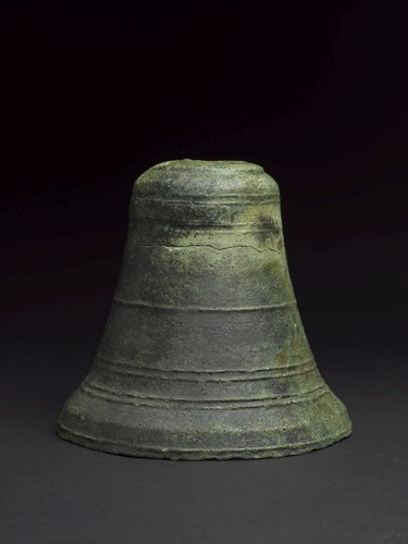 Ship's bell dated 1498 (PRNewsFoto/Oman's Ministry of Heritage) (PRNewsFoto/Oman's Ministry of ...