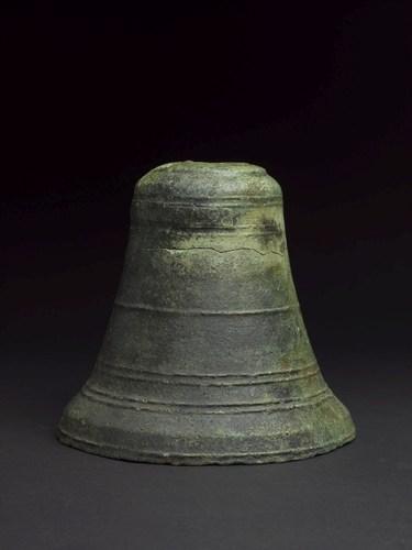 Ship's bell dated 1498 (PRNewsFoto/Oman's Ministry of Heritage) (PRNewsFoto/Oman's Ministry of Heritage)