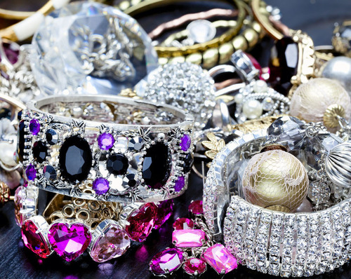 Stunning And Affordable Luxury Jewelry. (PRNewsFoto/I Do Now I Don't) (PRNewsFoto/I DO NOW I DON'T)