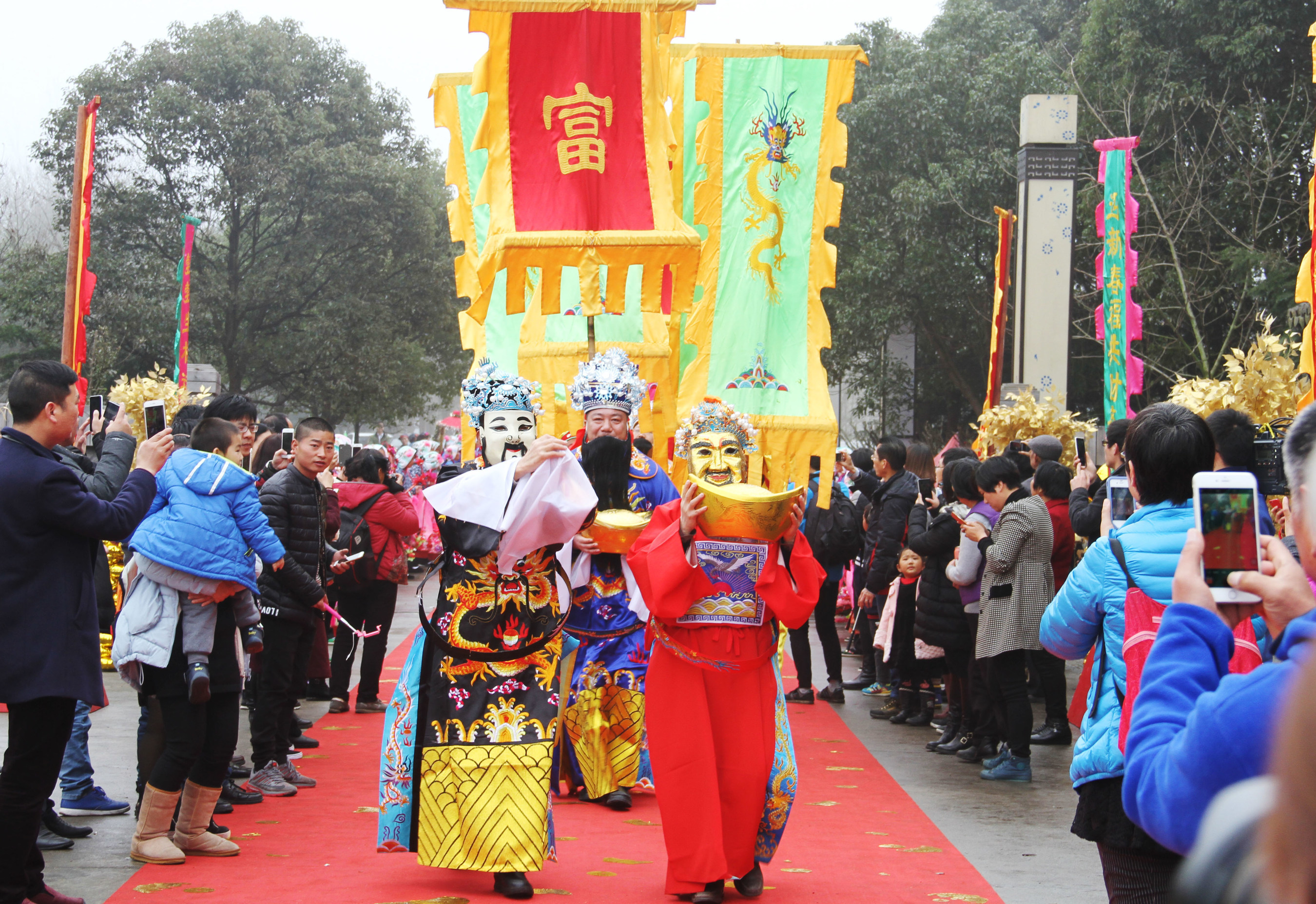 Un nombre record de touristes s'est joint aux célébrations de l'année du Singe à Zhouzhuang, la