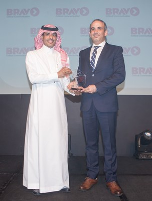 (R) Hani Arafat, General Manager, Business Operations, Mobile Lifestyle Solutions receiving the award (PRNewsFoto/Mahindra Comviva)