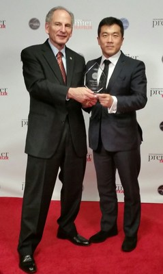 Hainan Airlines U.S. Executive Director Joel Chusid and North American Managing Director Pubin Liang accept the Premier Traveler award for Best Airline in China.