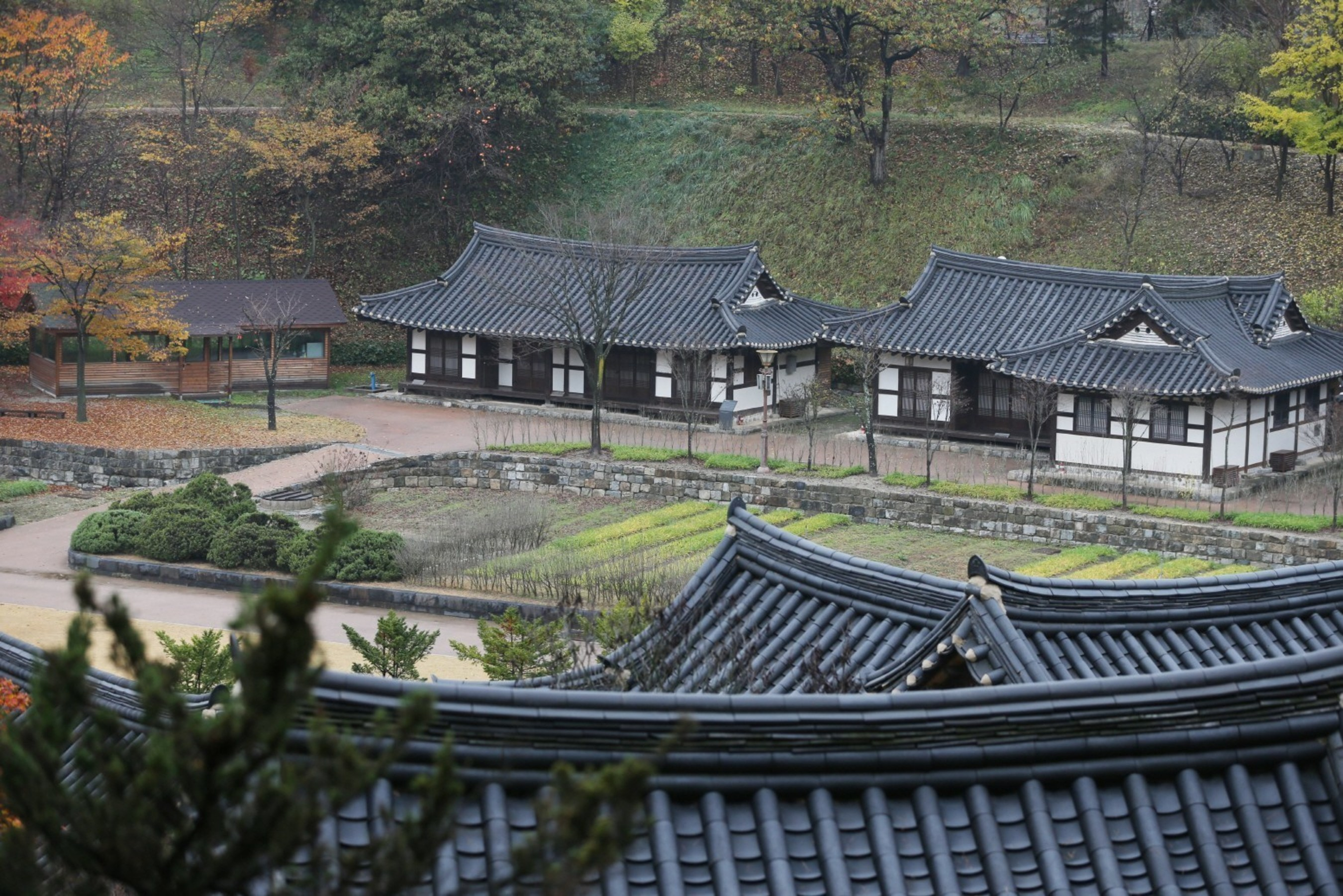 Convenient transportation, accommodation to draw crowds to Suwon