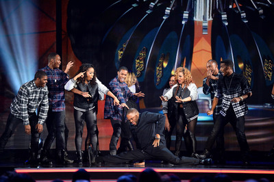 Host Anthony Anderson gets down on Soul Train Awards 2013 airing Sunday, December 1st at 8 PM ET/PT on Centric.  (PRNewsFoto/BET Networks)