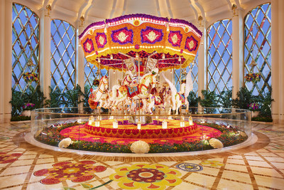 Reminiscent of childhood, this beautiful carousel is made with more than 83,000 flowers as varied as roses, peonies and others.