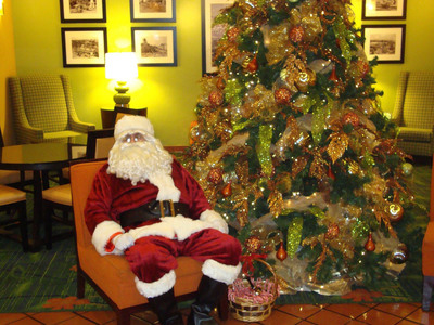 The Fairfield Inn Anaheim Disneyland Resort will transform into a winter wonderland, and Santa will swing by from 2:30 to 4 p.m. Wednesday, Thursday and Friday through the holiday so guests can take photos with the jolly man while he hands out candy and good cheer. For information, visit www.marriott.com/LAXOC and call 1-714-772-6777.  (PRNewsFoto/Fairfield Inn Anaheim Disneyland Resort)