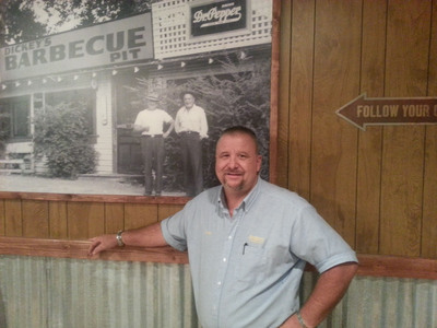 Jacksonville, Florida, welcomes new Dickey's Barbecue Pit and new franchise owner David Lowe.  (PRNewsFoto/Dickey's Barbecue)