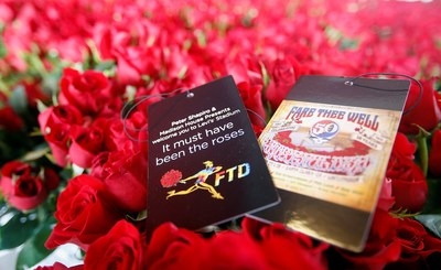 """FTD(R), a leading online retailer of flowers and gifts, partnered with Peter Shapiro and Madison House Presents and gave Grateful Dead fans at the opening night of the Santa Clara """"Fare Thee Well"""" concert more than 50,000 beautiful red roses and a special commemorative tag."""