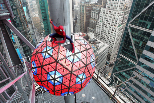 Spider-Man(TM) Swings into Times Square for New Year's Eve Celebration as the Official Super Hero of Times Square 2014. (PRNewsFoto/Sony Pictures Entertainment) (PRNewsFoto/SONY PICTURES ENTERTAINMENT)
