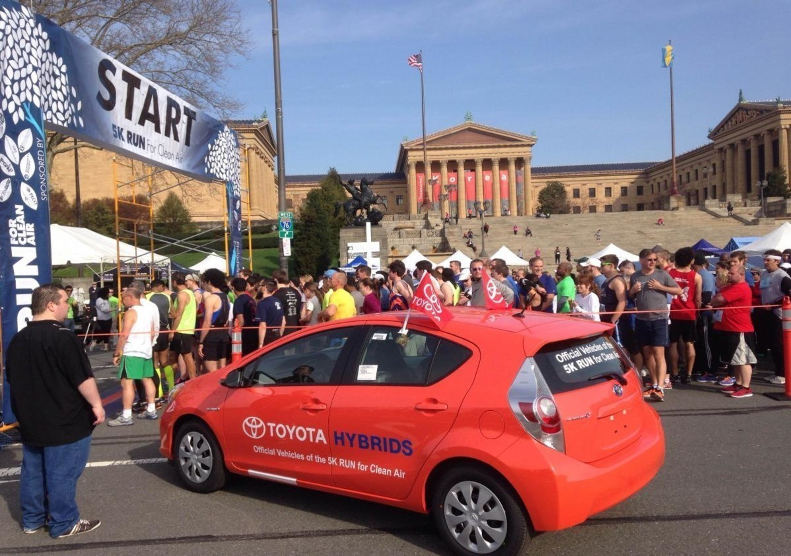 The Run for Clean Air presented by Toyota Hybrids kicks off Earth Week in Philadelphia. Prius pace vehicles lead the runners.