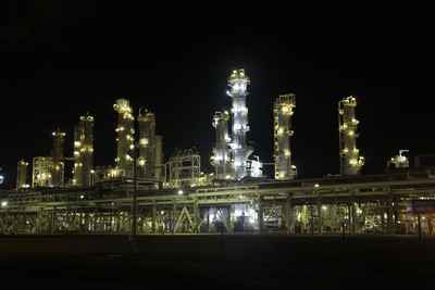 The HALP-48-2L-LED Class 1 Division 2 LED light offers a brighter, whiter light output than other light sources typically used in refineries, as evidenced in this photo.  (PRNewsFoto/Larson Electronics)
