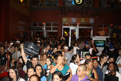 "Miami, FL - Dolphin Mall - Dolphin Mall's 2010 ""Magical Night of Shopping"" on Black Friday.  (PRNewsFoto/Dolphin Mall)"