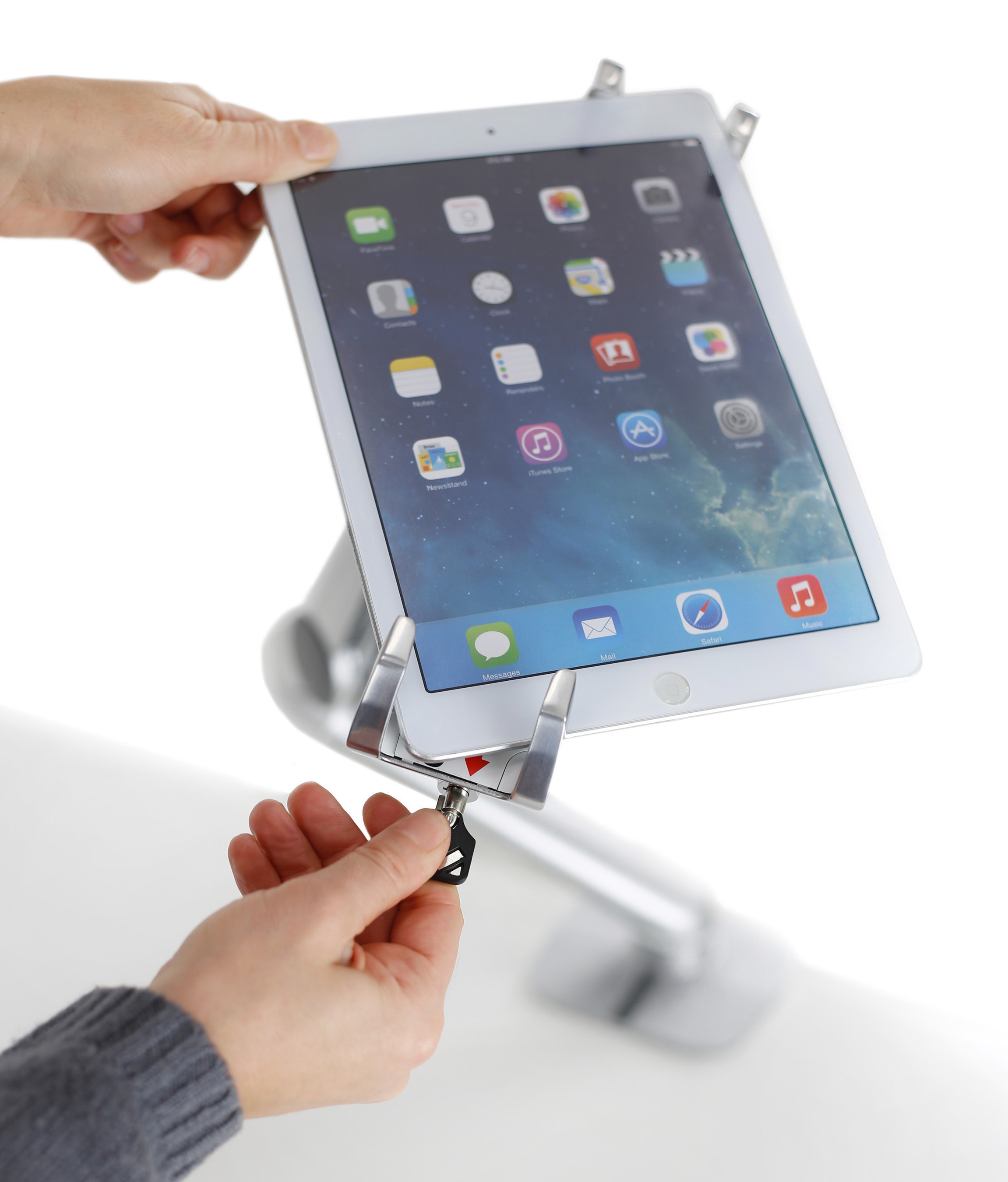 Ergotron Introduces Lockable Tablet Mount for Retail and Commercial Businesses