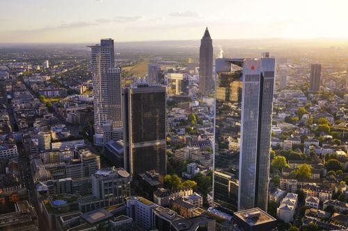 The Deutsche Bundesbank leases 15,000 square meter in the TRIANON building (right hand). (PRNewsFoto/Deutscher Pressestern)