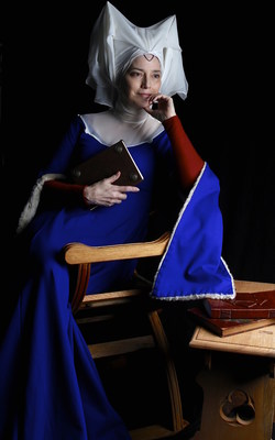 """SUZANNE SAVOY as Christine de Pizan in her one-woman touring show """"Je Christine"""" (Photo by Rachel Ellner)."""