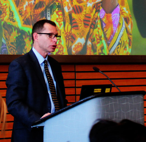 Dr. Gregory Myers addresses a group of conferees at the World Bank Land and Poverty Conference in Washington, DC in 2014. (PRNewsFoto/The Cloudburst Group)