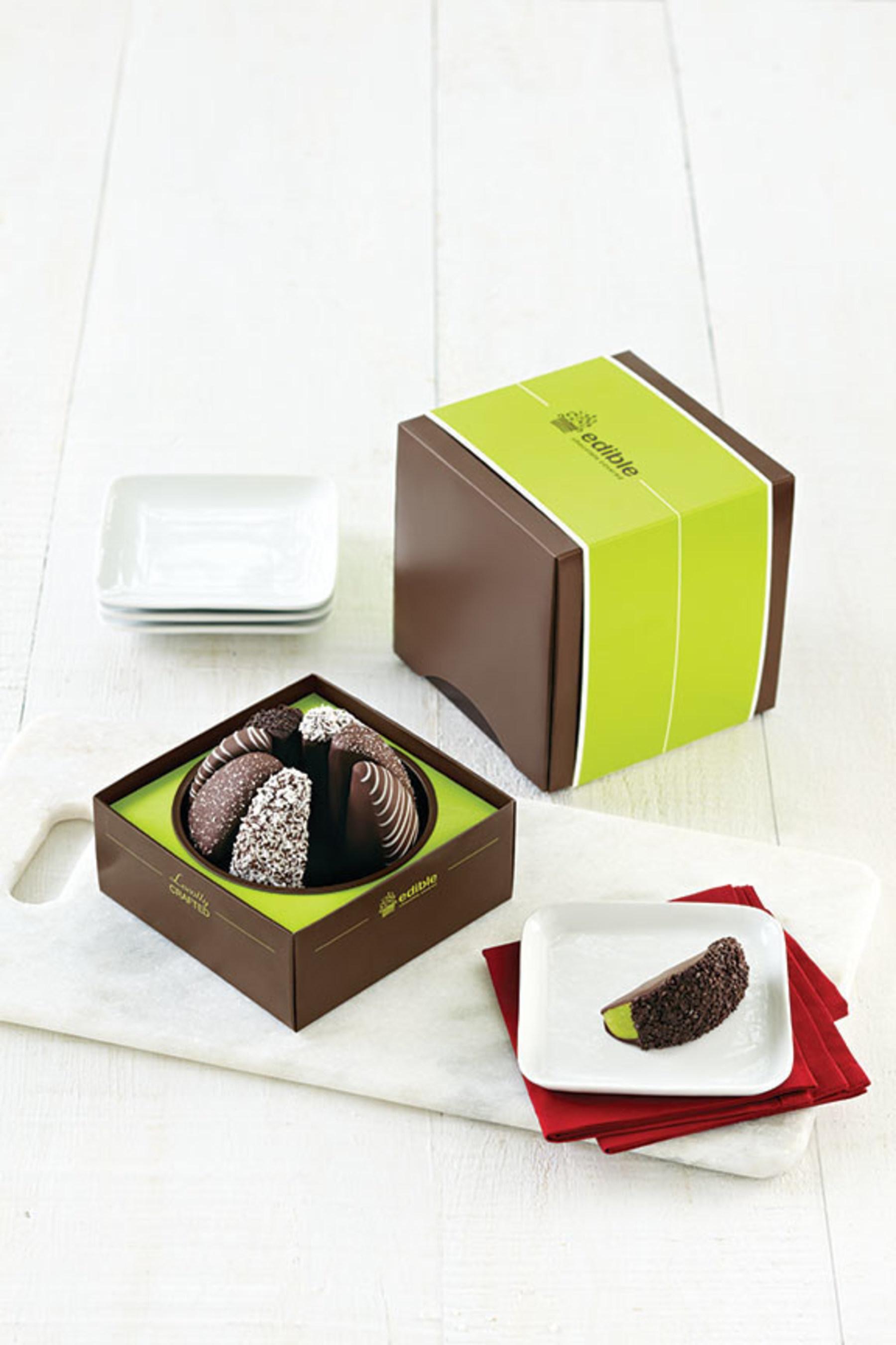 Edible Arrangements Gourmet Shareable(TM) Caramel Apple - Black & White