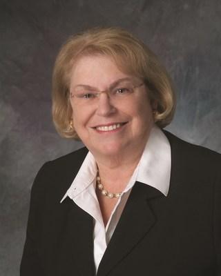 Barbara Lach receives NAR Distinguished Service Award