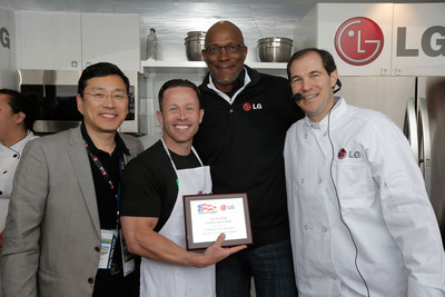 Trey Shearer of Silver Creek Elementary School accepts the award for winning the LG Coaches Cook-Off from William Cho, president and CEO of LG Electronics USA, left, basketball legend Clyde Drexler, back, and Baylor University Head Basketball Coach Scott Drew, right.  (PRNewsFoto/LG Electronics USA)