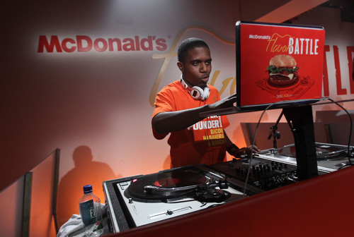 Eventual 2014 McDonald's Flavor Battle champion, DJ R-Tistic of Los Angeles, tests his turntables, mixer and computer as he prepares for the competition. The competition began with 12 DJs with DJ R-Tistic edging out DJ Niena Drake of Chicago and DJ Erika B of Newport News, VA, before a panel of celebrity judges and online viewers for the win. Watch the rebroadcast of the finale until March 30 on FlavorBattle.com. Photo credit: Soul Brother. (PRNewsFoto/McDonald's) (PRNewsFoto/MCDONALD'S)