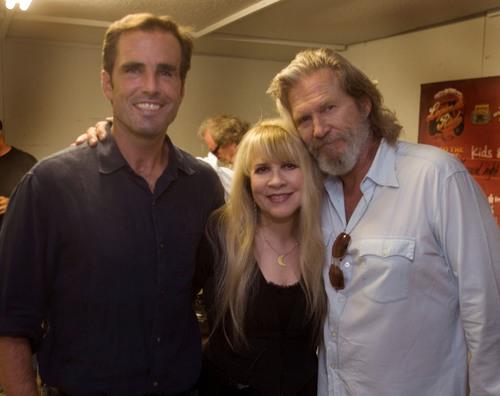 ABC newsman Bob Woodruff, Stevie Nicks, and Jeff Bridges backstage at American Thunder Benefit for Bob Woodruff  ...