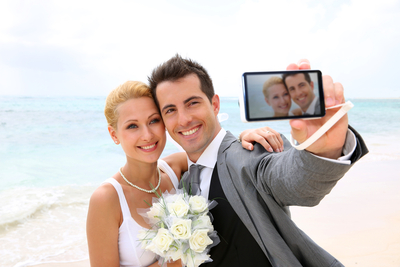 """""""SMARTPHONE BRIDES"""" ON THE RISE: INVISALIGN SURVEY FINDS THAT 40 PERCENT OF BRIDES POSTED OR WILL POST A """"SELFIE"""" AS THEIR FIRST WEDDING PHOTO (PRNewsFoto/Invisalign)"""