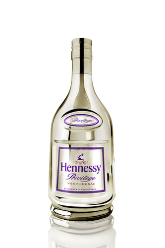 New limited edition Hennessy Privilege NyX Collector showcases the iconic brand's boundless spirit in a sleek, bold bottle design.  (PRNewsFoto/Hennessy, Govin Sorel)