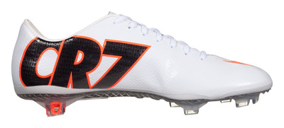 Limited-edition Nike CR7 Mercurial Vapor IX available at SOCCER.COM. (PRNewsFoto/Sports Endeavors, Inc.) (PRNewsFoto/SPORTS ENDEAVORS, INC.)