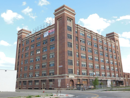 AMERCO Real Estate Expands U-Haul Self-Storage Operations with the Purchase of the Nabisco Building in Detroit's New Center (#MovingDetroit).  (PRNewsFoto/U-Haul)