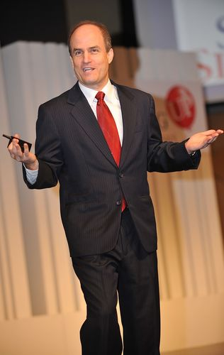 Eminent Service Leadership Guru Ron Kaufman Presents you With a Proven Path to Uplifting Your