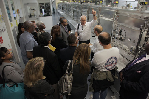 Utility industry reps receive demonstration from HP Energy Executive John Picard.  (PRNewsFoto/Edison Electric Institute)