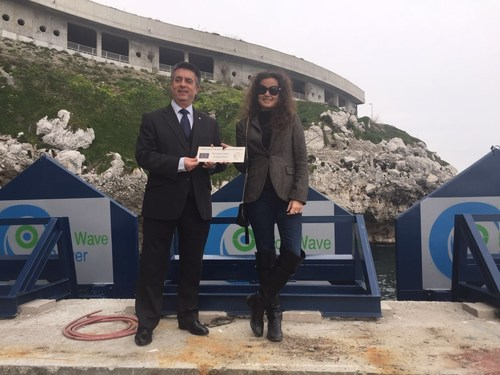 Mr. Charles Collinson, Director of European Programmes for Gibraltar's EU Programmes and Ms. Inna Braverman, Co-Founder of Eco Wave Power (PRNewsFoto/Eco Wave Power)