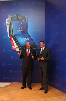 Turkcell CEO, Sureyya Ciliv together with Chief New Technology Business Officer Cenk Bayrakdar during Turkcell Wallet launch