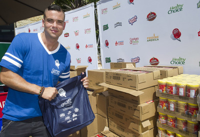 Actor Mark Salling helps pack bags in Hollywood as part of the launch of ConAgra Foods' Child Hunger Ends Here fall campaign. The program will rally schools to participate in nationwide food and UPC label drives this fall, working towards ConAgra Foods' goal of donating an additional five million meals to Feeding America this school year.  (PRNewsFoto/ConAgra Foods, Susan Goldman)