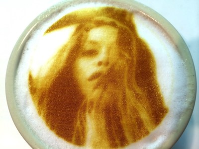 The Ripple Maker and Ripple app lets people send ANY image or message from their smartphones to be reproduced onto coffee
