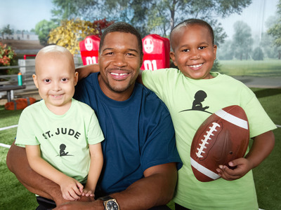 Michael Strahan celebrates St. Jude Game Day. Give Back with patients Estevan and Marion to prepare for the big game.  (PRNewsFoto/ALSAC/St. Jude Children's Research Hospital)