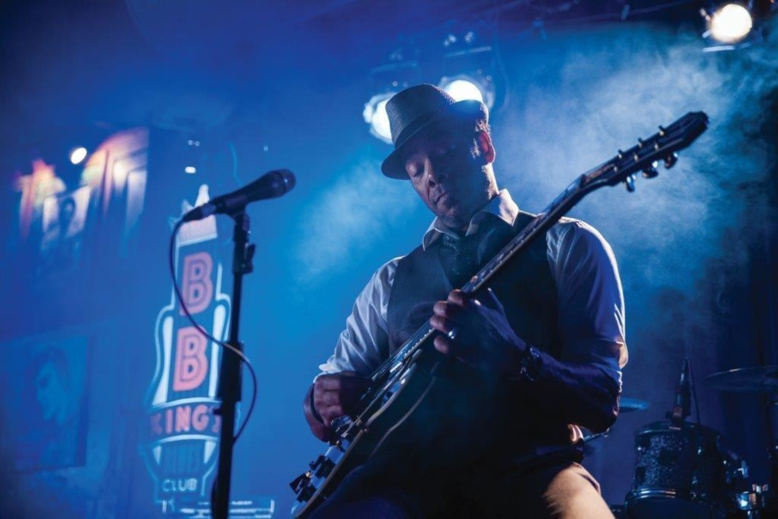 Guitarist Plays the Blues at Wind Creek